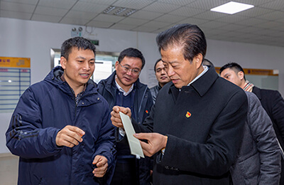 The Chinese Government visited UIV OLED for investigation and guidance
