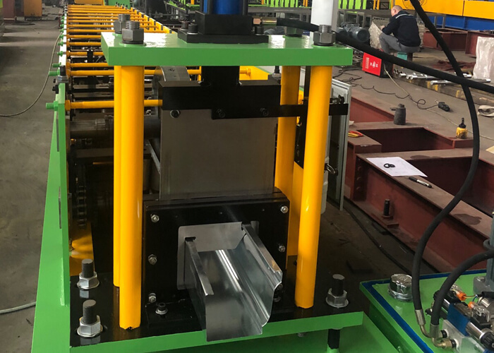 Gutter roll forming machine to Columbia