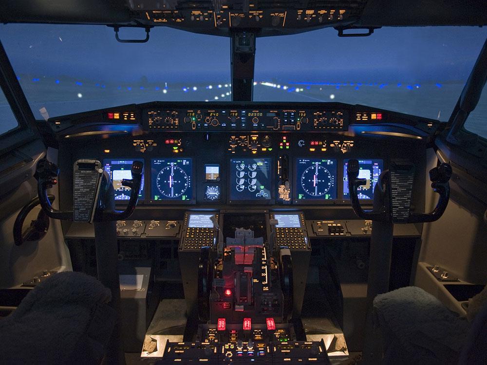 B737 Cockpit