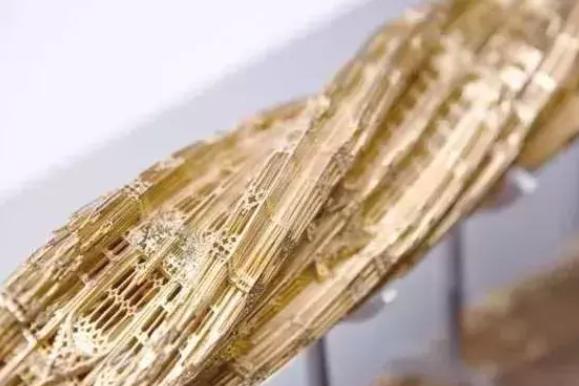 激光切割出復雜迷人的金屬雕塑