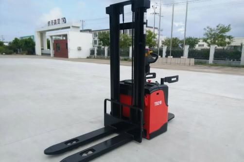 1.8-2.0T Electric Stacker (AC/DC)