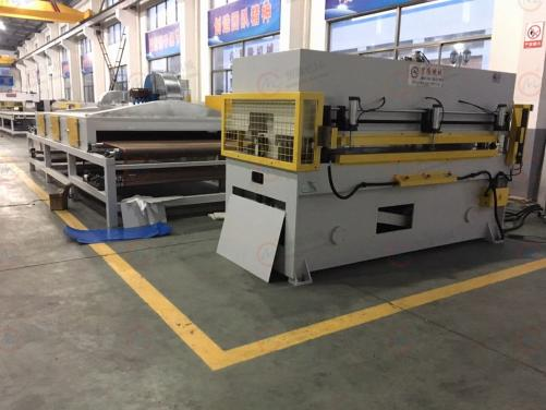Hollow box automatic cutting molding press