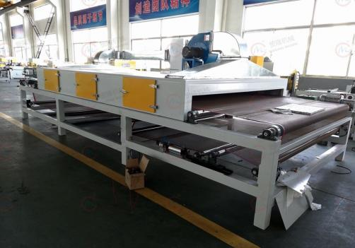 Automatic cutting machine for packing hollow board