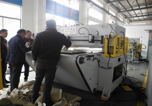 Auto interior automatic die cutting press