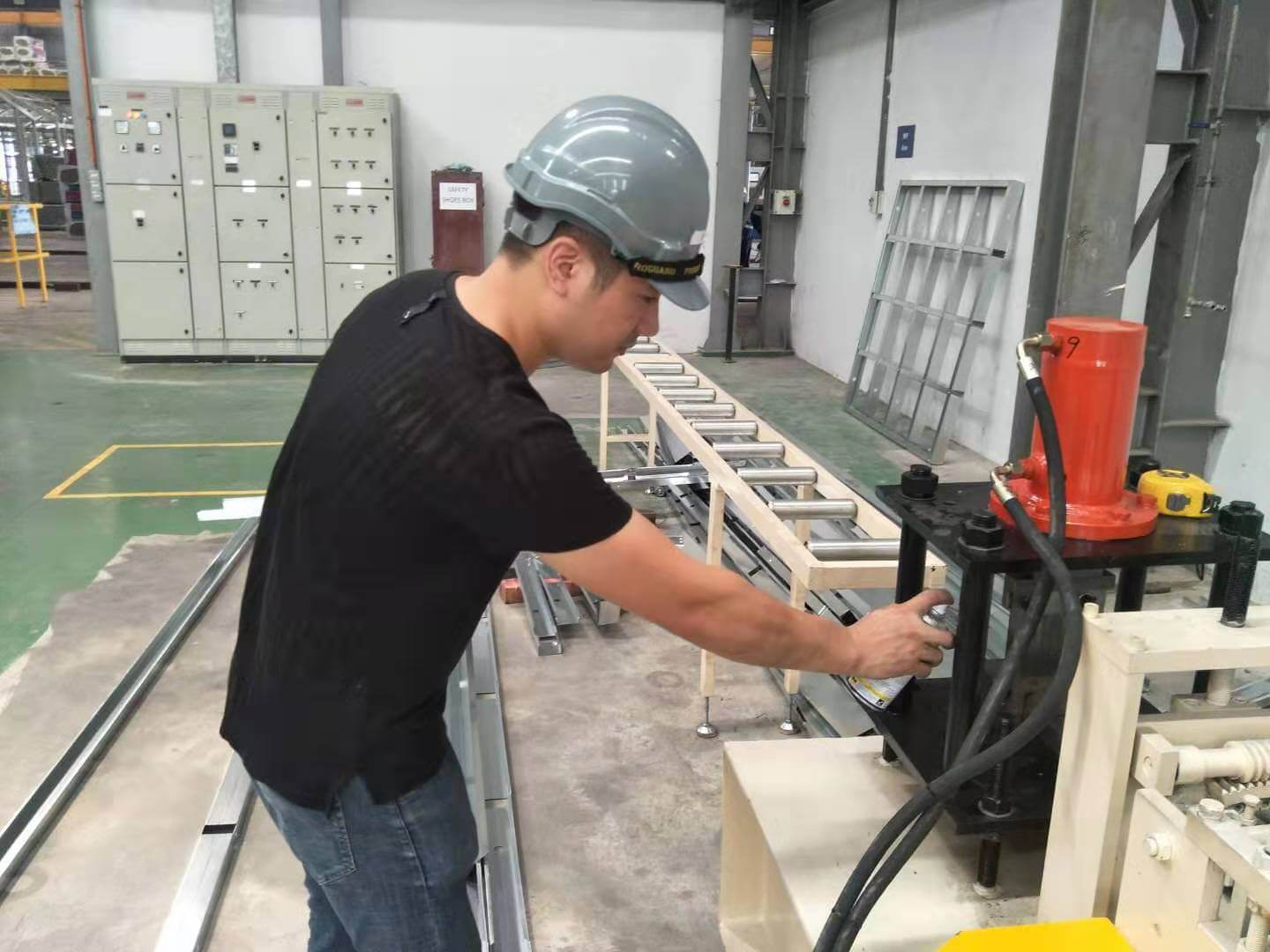 How to maintain the roll forming machine
