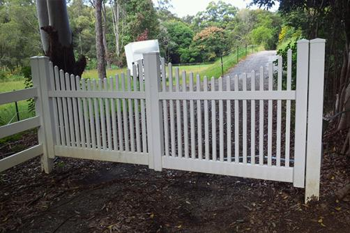 Factory Sale Free Standing Expandable Portable Pvc Picket Fence