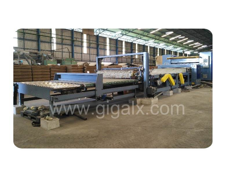 5 Layers Corrugated Production Line In Thailand About  Cutoff with Rotary Blade And Single Layer Little Gantry Stacker