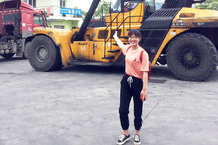 On June 11th,our sales manager went to the port to check the spare parts before the shipment.