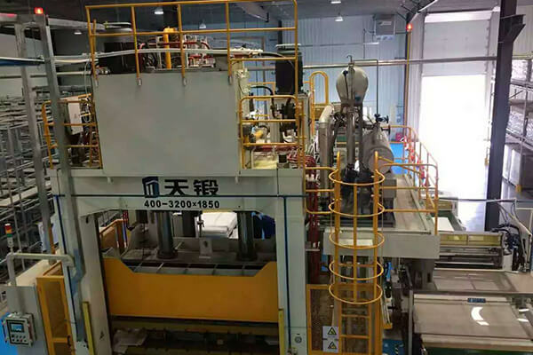 Electric Thermal Fluid System for Heating Hot Press