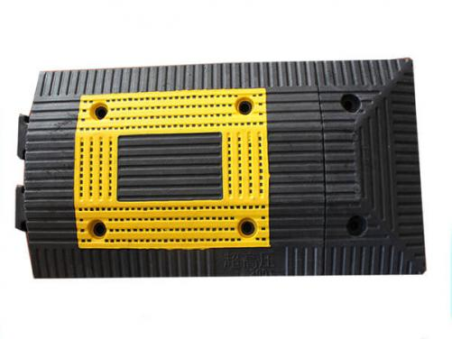 Yellow and black 500*330*35mm plastic speed bumps