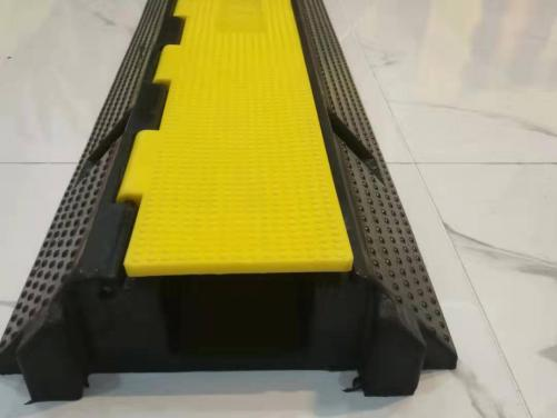 1 Channel Rubber Cable Ramp Cable Bridge Hose Ramp Cable Protector