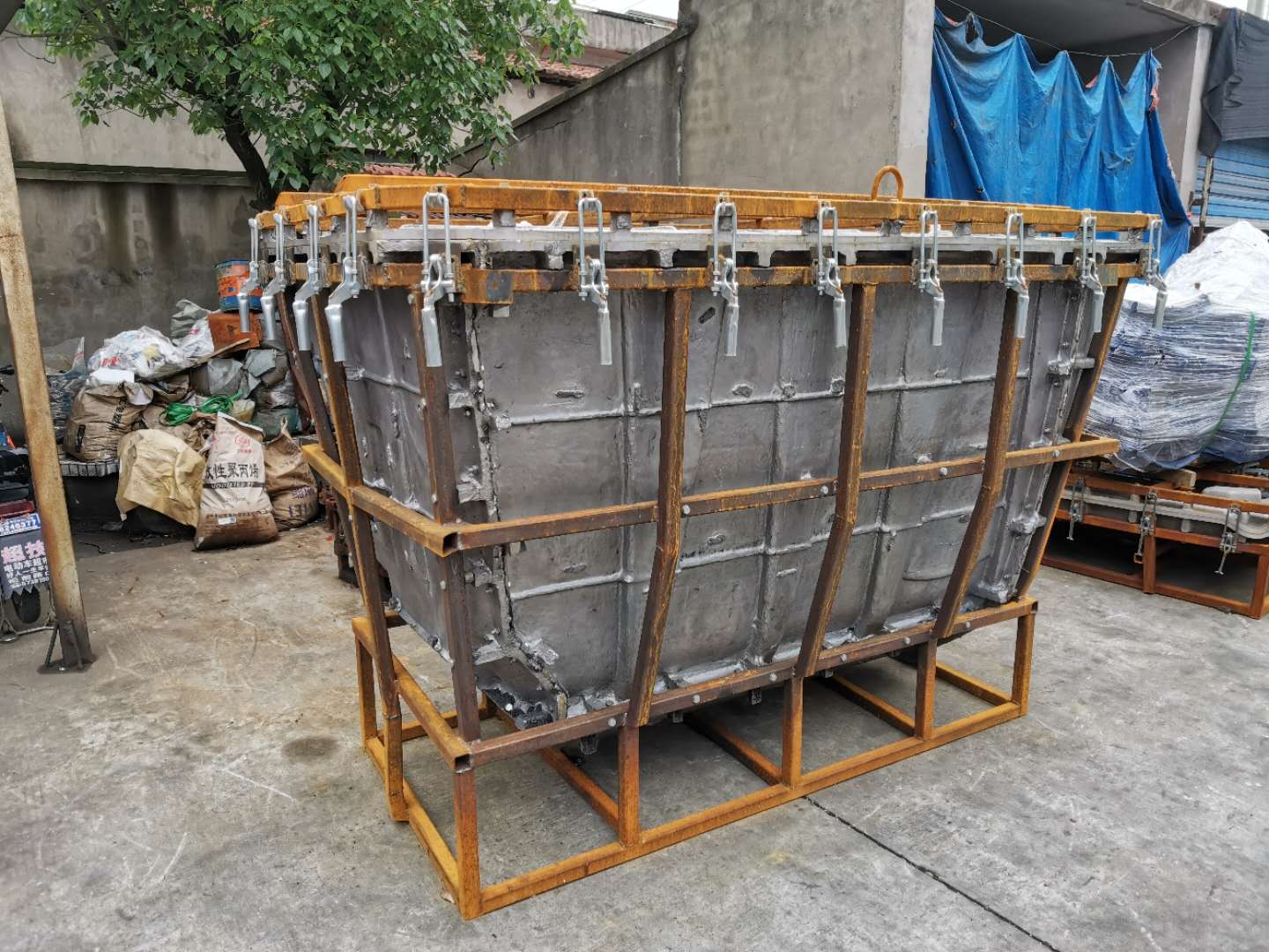 1100L trash bin mould