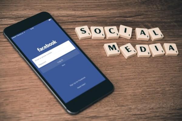 Facebook动态产品广告