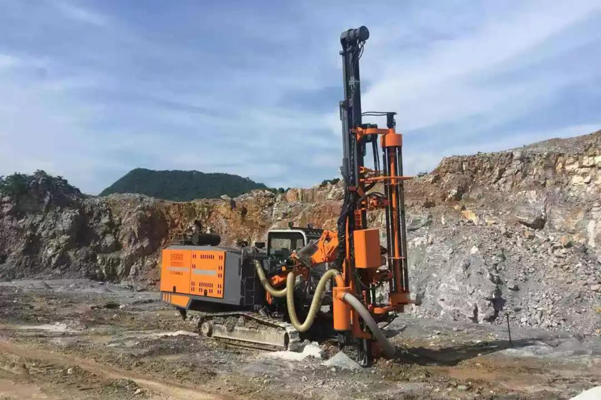 HW423 Integrated DTH Surface Drill Rig